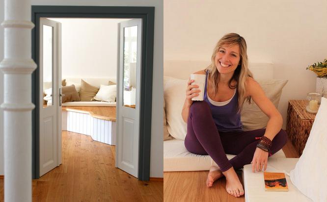 Collage: Vorraum Hemma Yoga Muenchen und jenny, lachend, sitzt im Vorraum