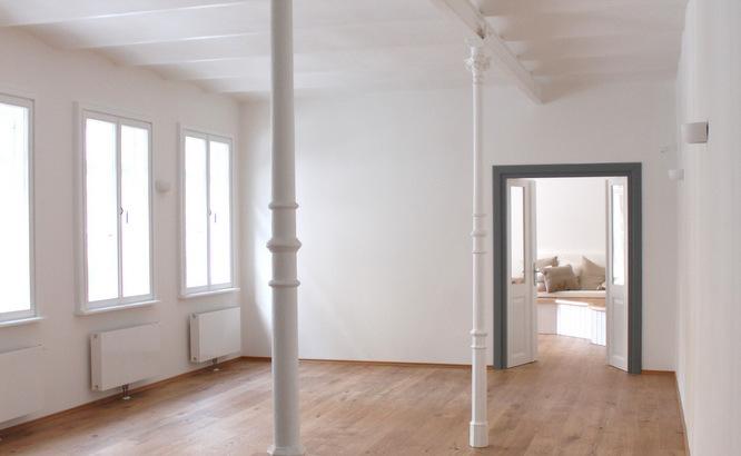 Yogaraum Hemma Yoga, Altbau, Holzboden, Säulen