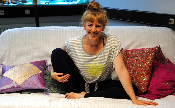kamah yoga and style nachhaltige yoga kleidung. Black Bedroom Furniture Sets. Home Design Ideas