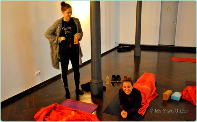 a day of yoga workshop muenchen 01. Black Bedroom Furniture Sets. Home Design Ideas