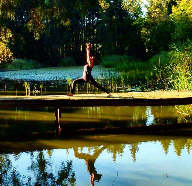 Yoga, Pose, Übung, Virabhadrasana, Krieger 1, Samira, München