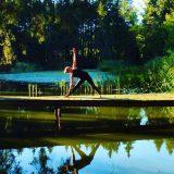 Yoga Übung, Pose, Asana, Trikonasana, Dreieck, Samira, München