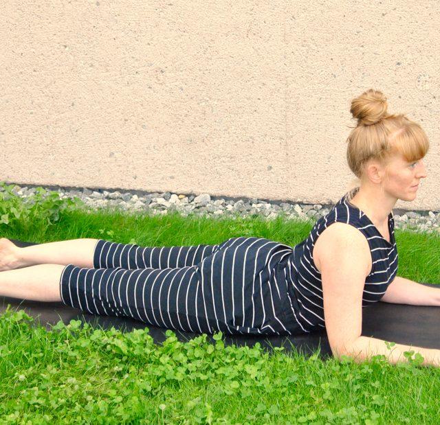 Yoga Übung, Pose, Asana, Ardha Bhujangasana-Sphinxn, Samira, München