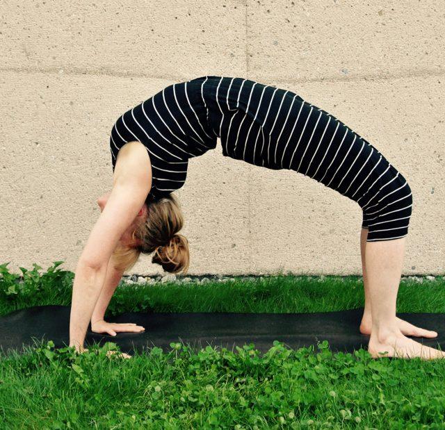 Yoga Übung, Pose, Asana, urdhva Dhanurasana, Rad, Rückbeuge, Samira, München